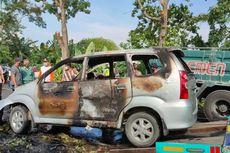 Hendak Mengantarkan Anak Mondok, Mobil yang Ditumpangi Terbakar