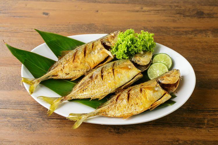 Ilustrasi ikan kembung goreng.