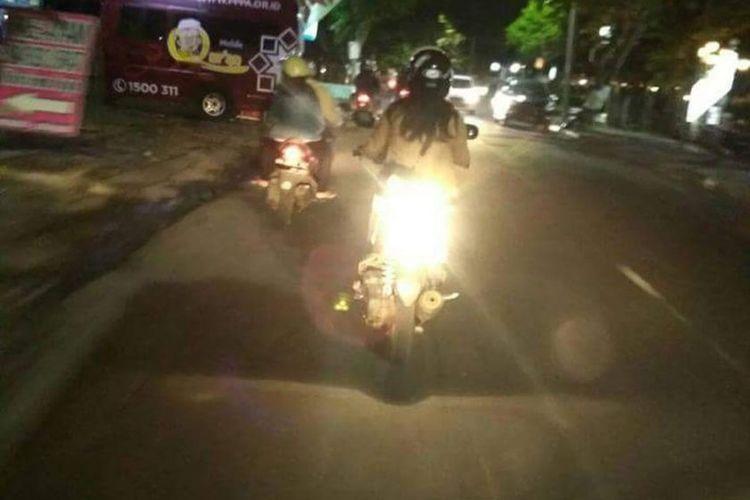 Lampu rem motor menyilaukan