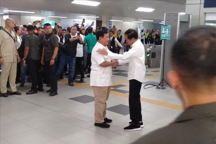 Jokowi dan Prabowo Bertemu di stasiun MRT Lebak Bulus Jakarta Selatan, Sabtu (13/7/2019)