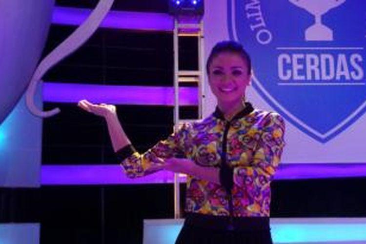 Nirina Zubir usai wawancara di Studio Cawang, Jakarta Timur, Senin (17/11/2014).