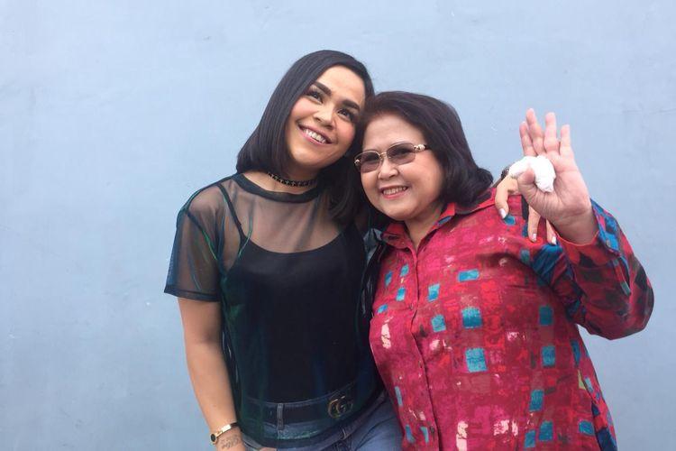 Melaney Ricardo dan Elza Syarief di kawasan Mampang, Jakarta Selatan, Senin (16/9/2019).