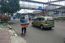 Pendongeng Indramayu Ini Jalan Kaki ke Jakarta untuk Bertemu Jokowi