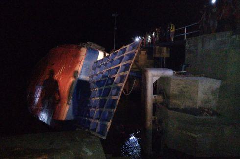 Diduga Kelebihan Muatan, Kapal Feri Seluang Miring Lalu Tenggelam