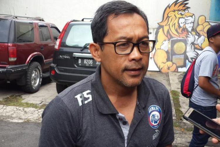 Pelatih Arema FC Aji Santoso saat ditemui di Kantor Arema FC, Kota Malang, Sabtu (4/3/2017)
