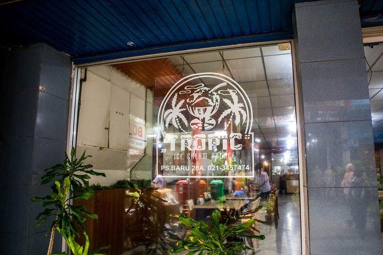 Meskipun toko es krim dan restoran Tropik terkenal akan es krim buatan sendiri, namun mereka juga menyajikan berbagai macam hidangan khas Tionghoa yang dapat kamu coba, Pasar Baru, Jakarta, Sabtu (11/1/2020).