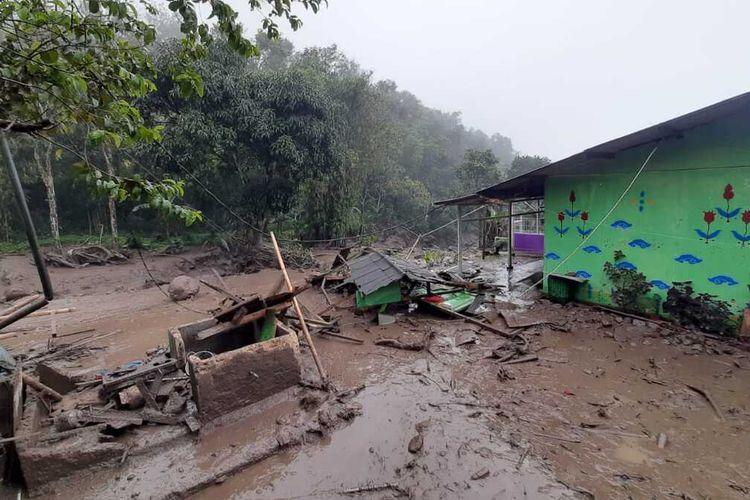 Bencana banjir bandang terjadi di Puncak Bogor Jawa Barat, Selasa (19/1/2021).