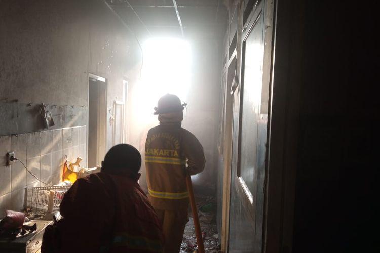 Kebakaran terjadi bagian belakang bangunan Alfamidi 2 di Jalan Kebayoran Lama, Grogol Selatan, Kebayoran Lama, Jakarta pada Minggu (16/8/2020) sekitar pukul 15.30 WIB.