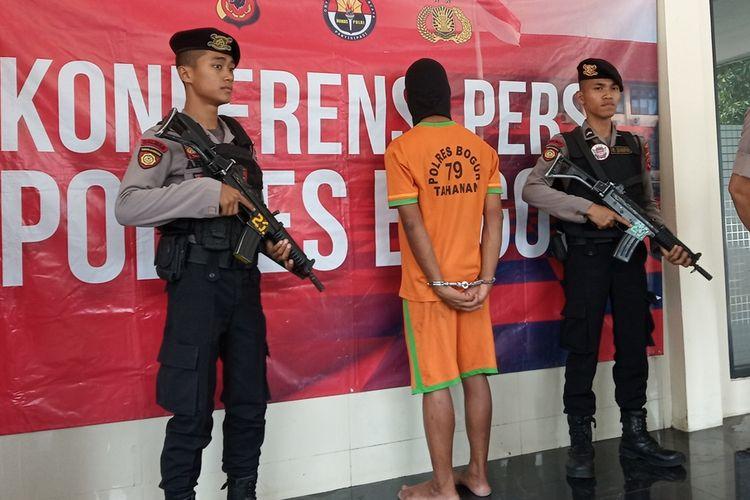 Aparat kepolisian Polres Bogor menangkap pelaku pembunuhan seorang bocah berusia 11 tahun di Bogor, Jawa Barat, Senin (9/9/2019)