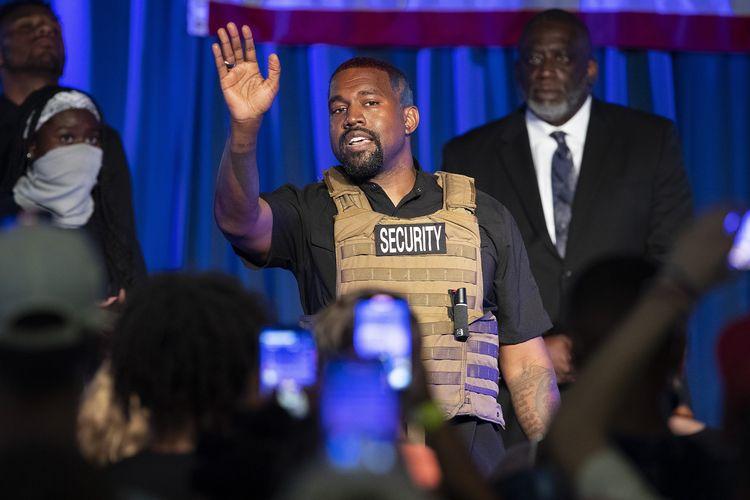 Kanye West tampil dalam kampanye calon Presiden AS pertamanya pada 19 Juli di North Charleston, Ini merupakan penampilan perdana West sejak mengumumkan dirinya ingin jadi Presiden AS.