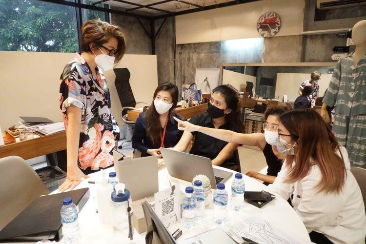 The Bespoke Fashion Consultant Indonesia merupakan fashion incubator yang mendampingi para wirausaha bidang fesyen.