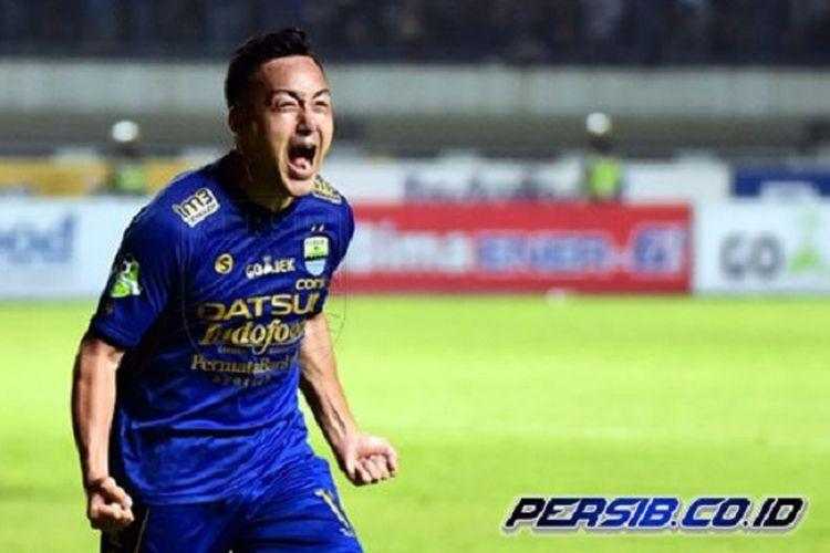 Kegembiraan Shohei Matsunaga saat mencetak gol pertama Persib Bandung ke gawang PSM Makassar pada pertandingan Liga 1 di GBLA, Rabu (5/7/2017).
