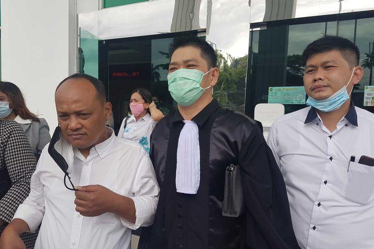 Tim kuasa hukum John Kei saat ditemui usai sidang Rabu (24/2/2021).
