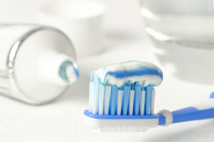 Pasta gigi bisa digunakan untuk membersihkan perabotan rumah.