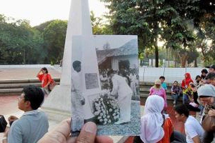 Dulu: Upacara peringatan Hari Kemerdekaan IX tanggal 17 Agustus 1954 di Pegangsaan Timur 65, Jakarta., Kini: Komunitas pencinta museum Indonesia yang tergabung dalam Sahabat Museum berkeliling Plesiran Tempo Dulu di Tugu Proklamasi, Jakarta, beberapa waktu lalu.