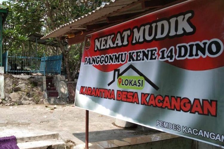 Rumah karantina dekat makam yang disiapkan bagi pemudik bandel di Desa Kacangan, Kecamatan Andong, Kabupaten Boyolali, Jawa Tengah.