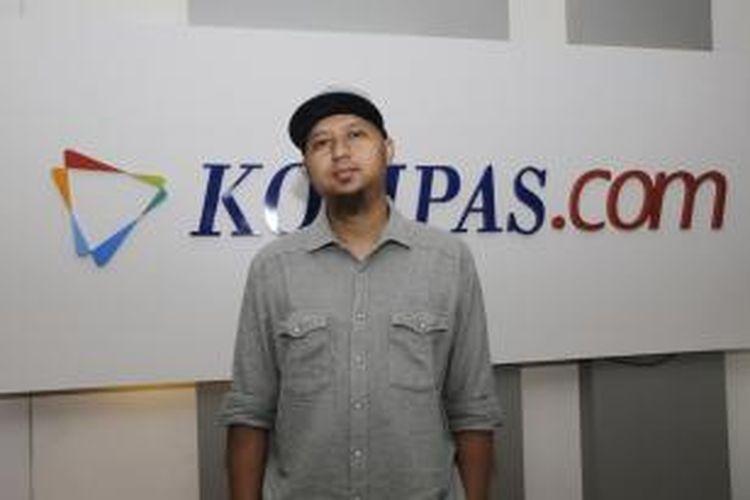 Sutradara Anggy Umbara usai wawancara di newsroom Kompas.com, Gedung Kompas Gramedia, Jakarta Pusat, Kamis (10/9/2015). KOMPAS.com / FIKRIA HIDAYAT