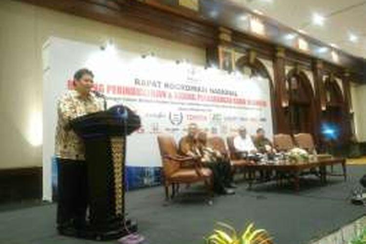 Menteri Perindustrian Airlangga Hartarto memberikan pidato kunci di Rakornas Kadin Indonesia Bidang Perindustrian dan Bidang Perdagangan, di Jakarta, Selasa (20/9/2016).????