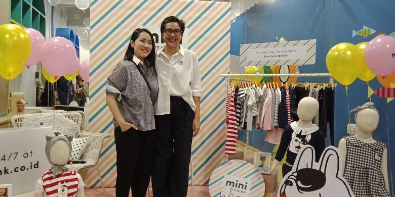 Creative Director COTTONINK Carline Darjanto dan Brand & Marketing Director COTTONINK, Ria Sarwono dalam peluncuran COTTONINK Mini di Buumi Playscape, Pacific Place Mall, Rabu (2/5/2018).