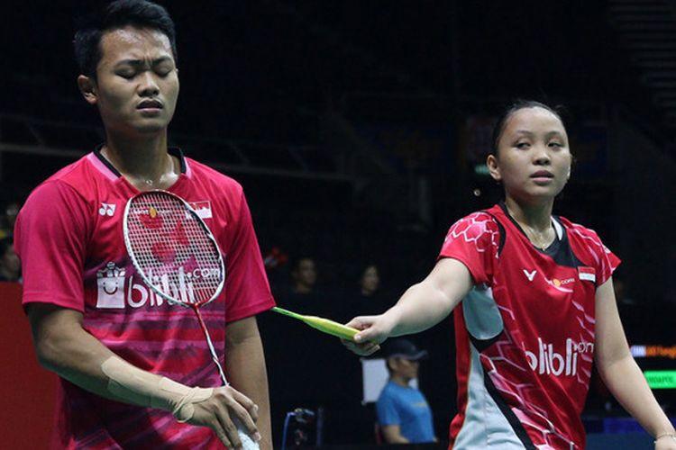Pasangan ganda campuran Akbar Bintang Cahyono/Winny Oktavina Kandow saat menjalani pertandingan semifinal Singapore Open 2018 di Singapore Indoor Stadium, Sabtu (21/7/2018).