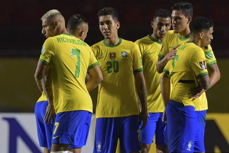Pemain Brasil merayakan setelah mengalahkan Venezuela 1-0 dalam pertandingan sepak bola kualifikasi Amerika Selatan Piala Dunia 2022 tertutup di Stadion Morumbi di Sao Paulo, Brasil, pada 13 November 2020.