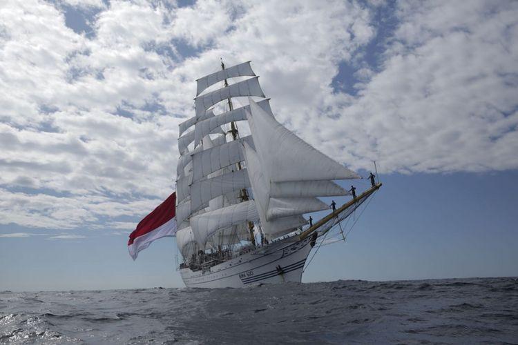 Setelah menempuh 4 hari pelayaran dalam lomba layar tiang tinggi Sail Regatta dari Yeosu menuju Vladivostok, KRI Bima Suci memasuki perairan Rusia bagian selatan, Minggu (9/9/2018).