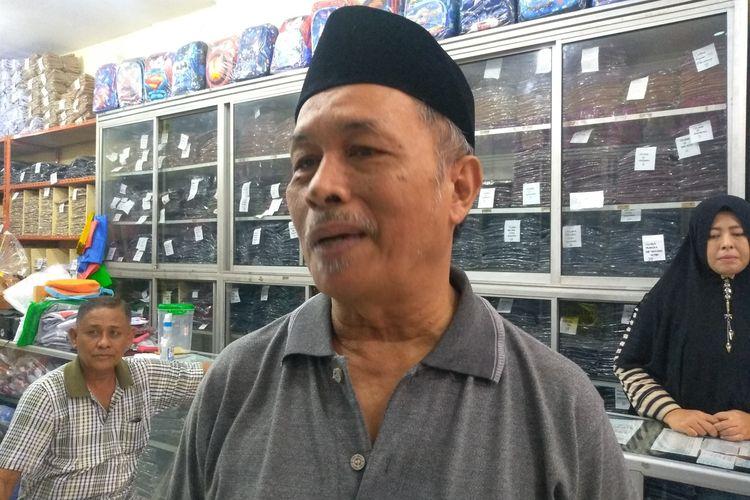 Calon jemaah umrah, Asnir Hasyim mengatakan, sesuai rencananya, dia akan berangkat umrah bersama rombongan keluarganya sebanyak 53 orang. Namun dengan pnundaan ini, dia akan menunggu.