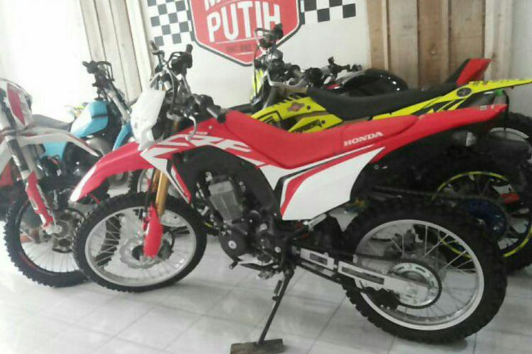 Honda CRF150L milik salah seorang anggota komunitas Merah Putih Dirt Bike di Depok, Rabu (24/1/2018).