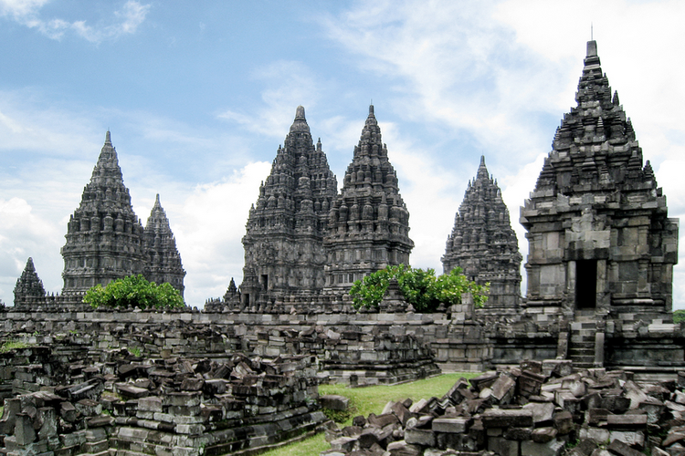 Candi Prambanan, salah satu peninggalan Kerajaan Mataram Kuno