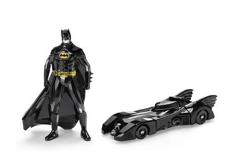 Action Figure Batman Berbalut Kristal Hitam Swarovski, Tertarik?