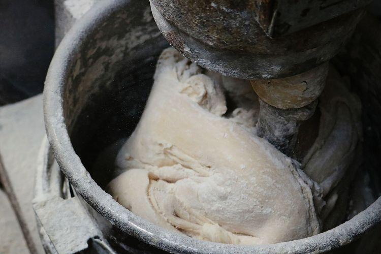 Ilustrasi proses mencampur adonan kulit dimsum