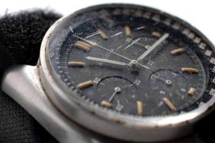 Arloji milik komandan Apollo 15 David Scott yang digunakan dalam misi ke Bulan