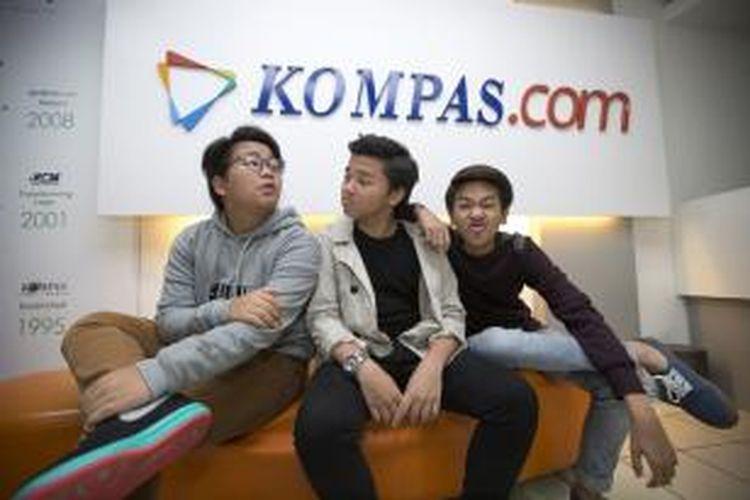 Boyband CJR, Alvaro Maldini Siregar atau Aldi, Iqbaal Dhiafakhri Ramadhan atau Iqbaal, dan Teuku Rizky Muhammad atau Kiki (dari kiri ke kanan), berkunjung ke kantor Redaksi Kompas.com di Gedung Kompas Gramedia, Jalan Palmerah Selatan, Jakarta Pusat, Jumat (23/1/2015).