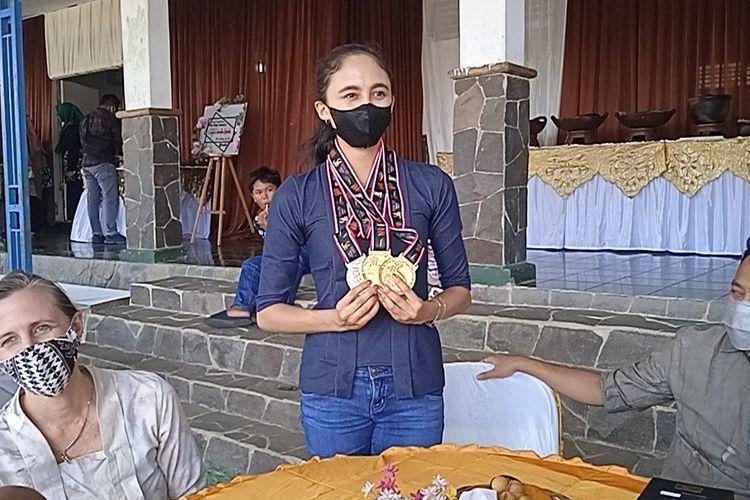 Sutji (17) peraih 2 medali emas cabor senam ritmik di PON XX Papua.