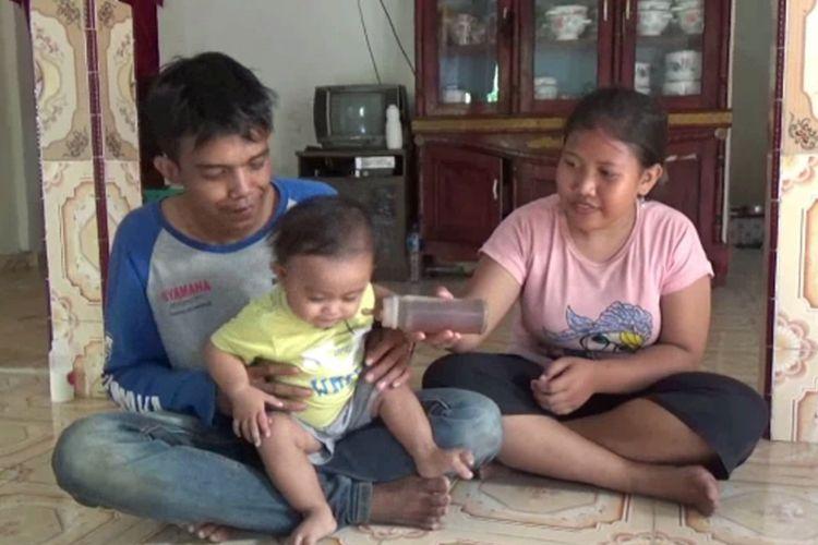 Kasus bayi 14 bulan habiskan 5 gelas kopi tubruk sehari di Polewali Mandar jadi viral. Orangtua bayi beralasan miskin tidak mampu membeli susu.