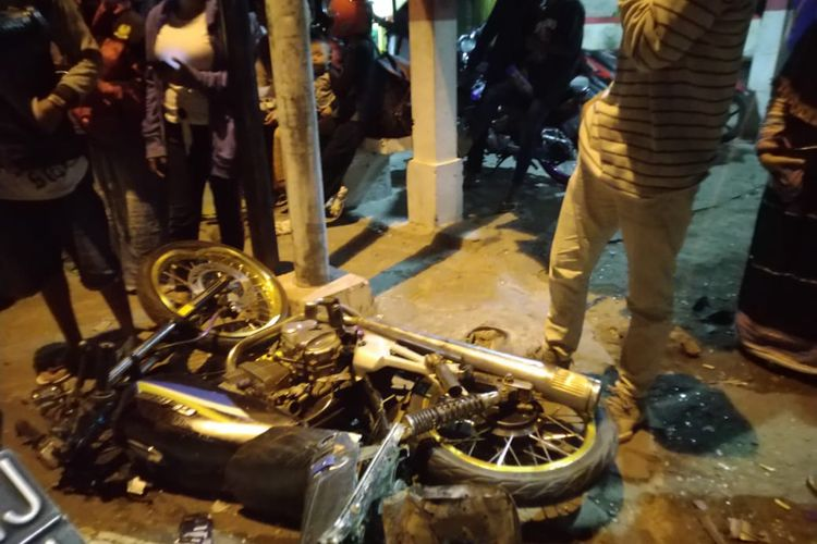 Kecelakaan beruntun di Desa Sempolan Kecamatan Silo menyebabkan tujuh orang meninggal dunia.