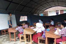 Siswa SD Tasikmalaya yang Atap Kelasnya Ditopang Bambu, Pindah Belajar ke Tenda Darurat