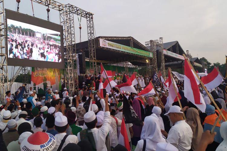 Suasana jamaah yang datang di Reuni Akbar 212, Monas, Jakarta Pusat, Senin (2/12/2019).