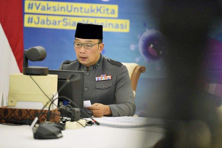 Gubernur Jawa Barat (Jabar) Ridwan Kamil saat doa bersama lintas agama virtual di Gedung Pakuan, Bandung, Jawa Barat, Selasa (13/7/2021).