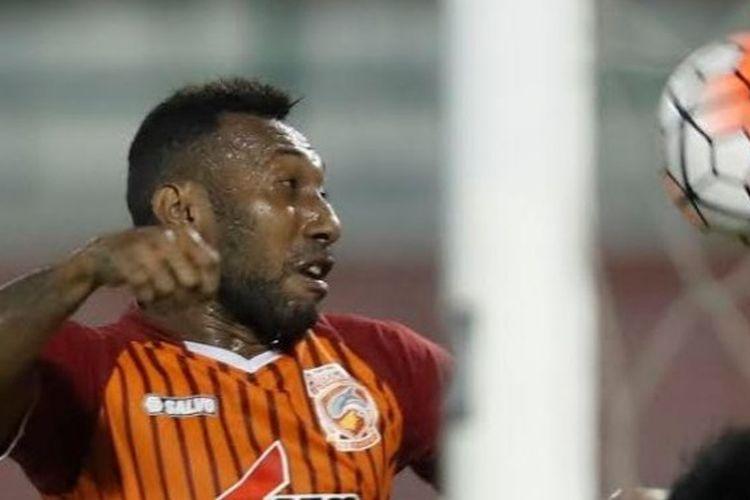 Penyerang PBFC II, Patrich Wanggai jadi pencetak gol kemenangan timnya atas Persib pada leg pertama semifinal Piala Presiden 2017 di Stadion Segiri, Samarinda, Kamis (2/3/2017) malam.
