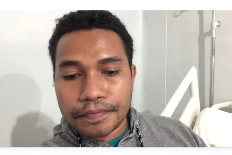 El Asamau, pasien 01 positif corona di NTT, adalah ASN di Dinas Perhubungan Kabupaten Alor. Dia juga adalah lulusan IPDN Bandung dan meraih gelar Master di Amerika Serikat. Tahun ini, dia pun telah mendapat beasiswa untuk S3 di Amerika Serikat.