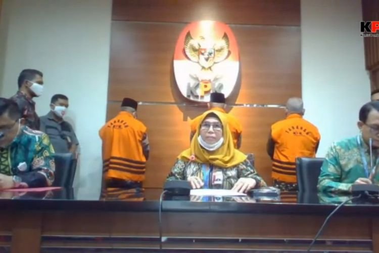 Wakil Ketua KPK Lili Pintauli Soregar dalam konferensi penahanan 3 tersangka kasus dugaan suap terkait pengesahan RAPBD Provinsi Jambi Tahun 2018, Selasa (30/6/2020).