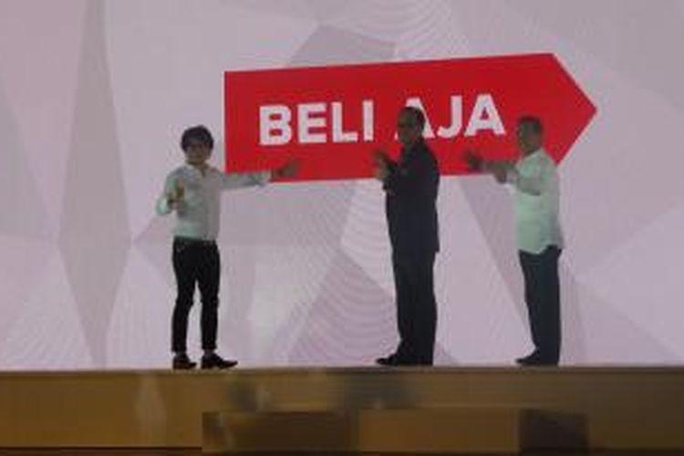CEO MatahariMall.com Hadi Wenas (kiri), Ketua Umum Kamar Dagang dan Industri Indonesia (Kadin) Suryo Bambang Sulisto (tengah), dan Chairman MatahariMall.com Emirsyah Satar (kanan) pada peluncuran MatahariMall.com di Potato Head Garage, Rabu (9/9/2015).