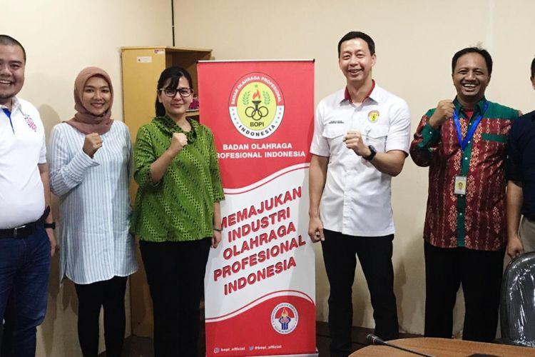 Ketua Umum BOPI, Richard Sam Bera saat bertemu dengan Sekjen PSSI Ratu Tisha Destria di Wisma Kemenpora, Jakarta, Jumat (22/2/2019).