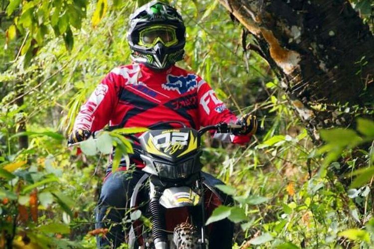 Wakil Bupati Sumenep Ahmad Fauzi dan motor trail Honda CRF 150 cc miliknya.