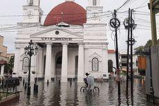Semarang Banjir, Begini Cara Aman Terjang Genangan Pakai Mobil Matik