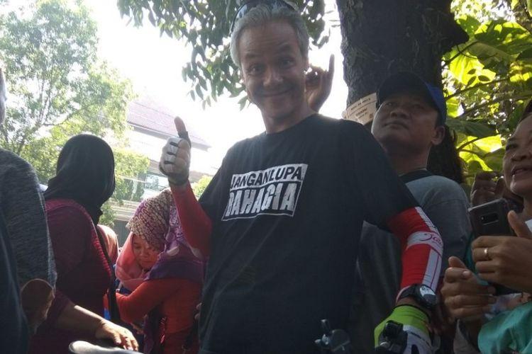 Gajar Pranowo  berpose saat berada di car free day Solo