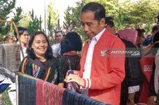 Tiba di Salib Kasih, Jokowi Beli Jaket Tenun Ulos Seharga Rp 2,5 Juta