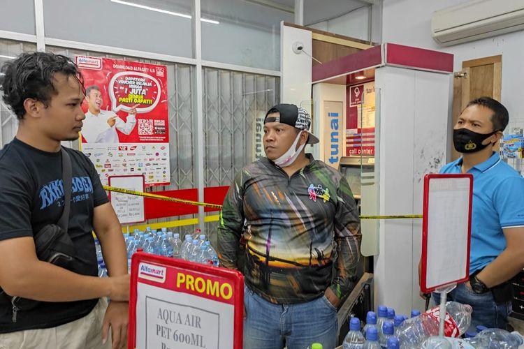 Pihak kepolisian Polsek Telanai Kota Jambi saat melakukan olah TKP usai pembobolan ATM senilai ratusan juta