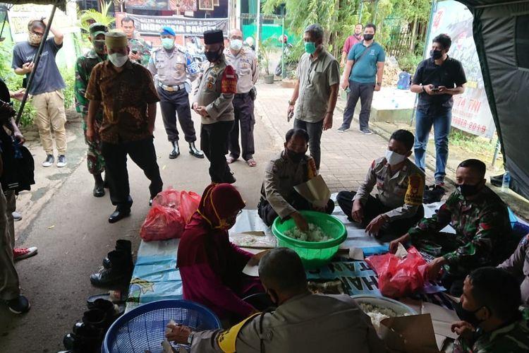 Suasana Dapur Umum Jatiuwung Kota Tangerang, Kamis (11/6/2020)